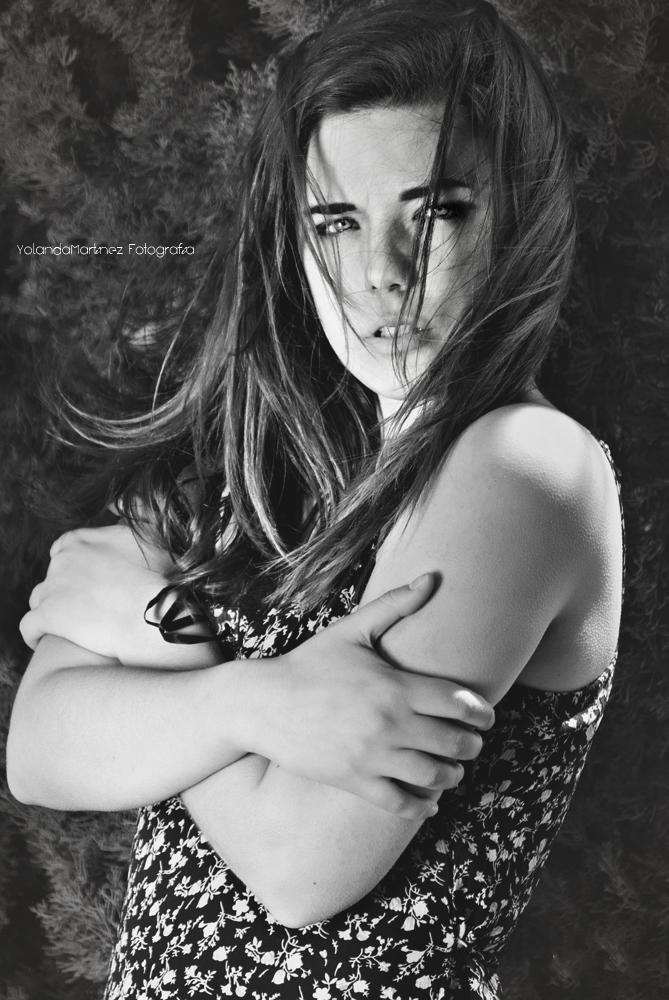 Viento y frío, sientelo. Fotografía en blanco y negro con luz natural. Yolanda Martínez (yolandamf)